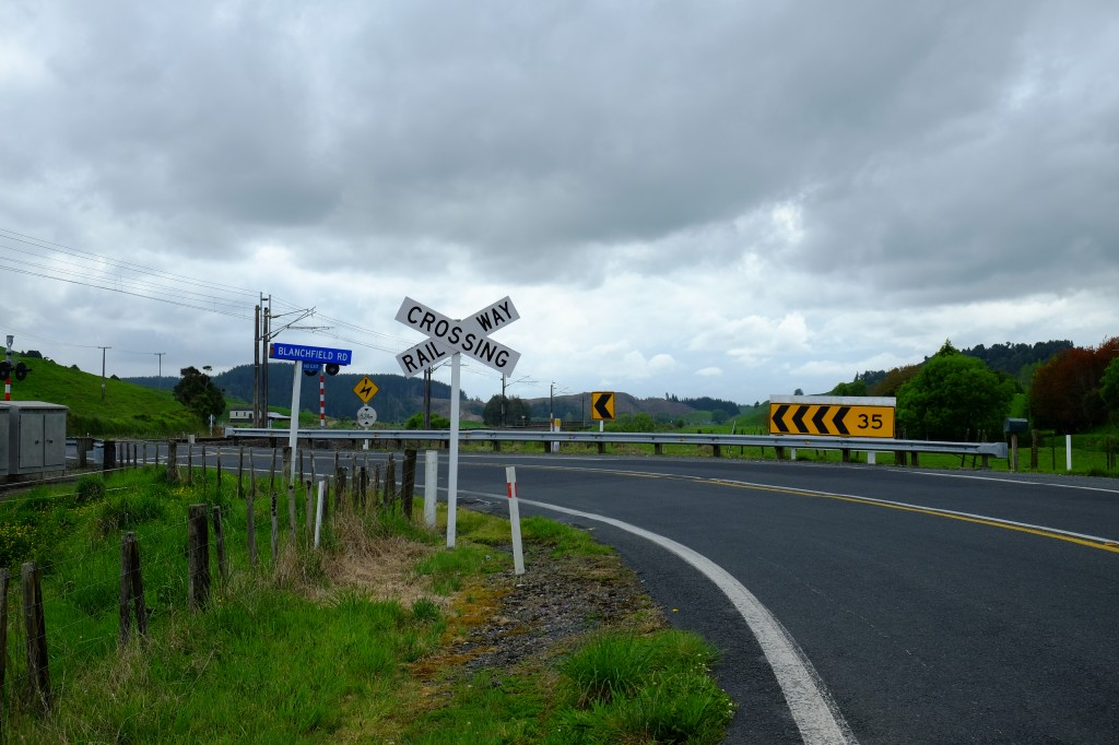 NZ: Weg nach Waitomo 3 - Railroad Crossing