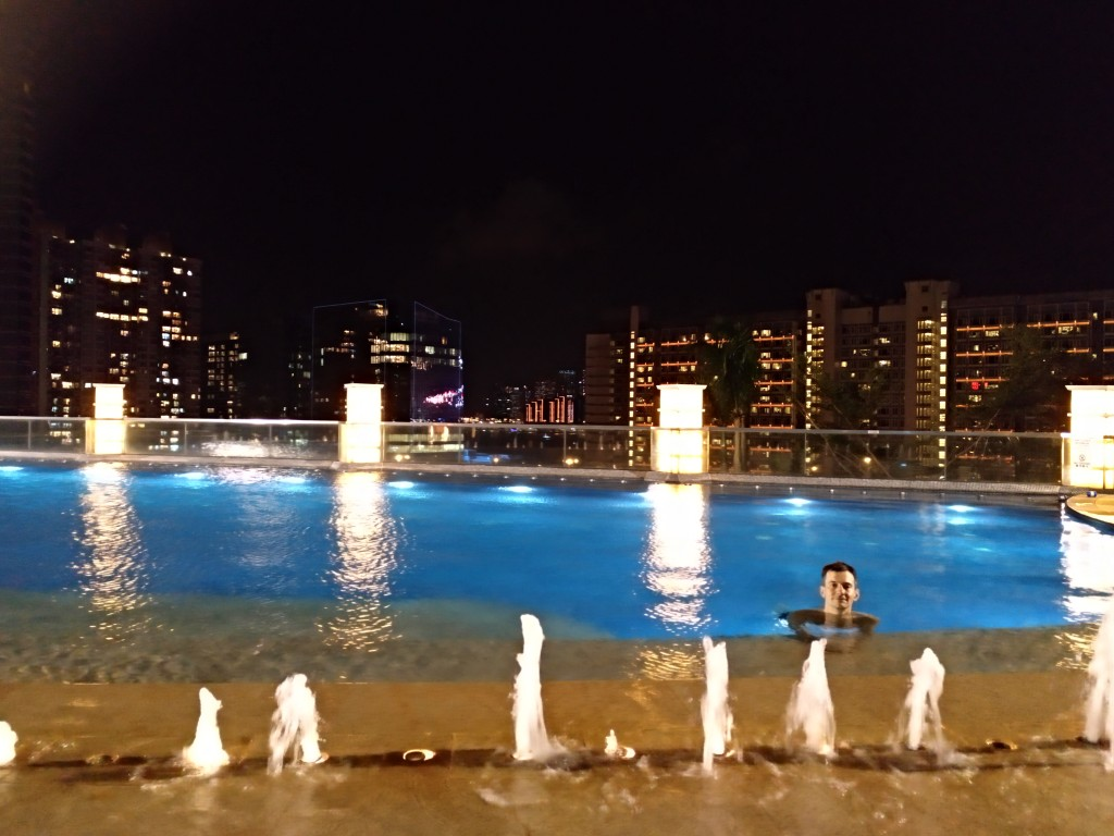 HK: Swimming-Pool